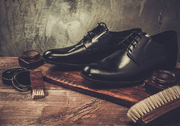 Do you know how to clean leather shoes? In this article, you'll find out.